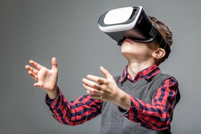 Устройство для виртуальной реальности. (Фото: PEPPERSMINT / Depositphotos.)