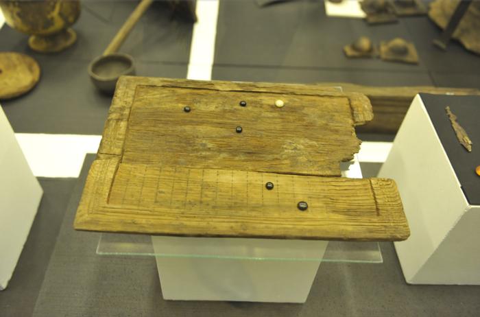 На древнеримской игральной доске играли в неизвестную игру | Наука и жизнь
