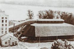Илл. 1. Крупнейший в мире деревянный склад-зернохранилище.