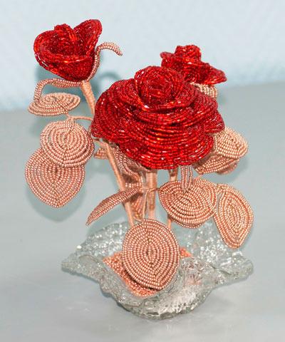 Цветочная композиция из бисера «Роза»