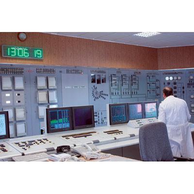Пульт управления реактором.