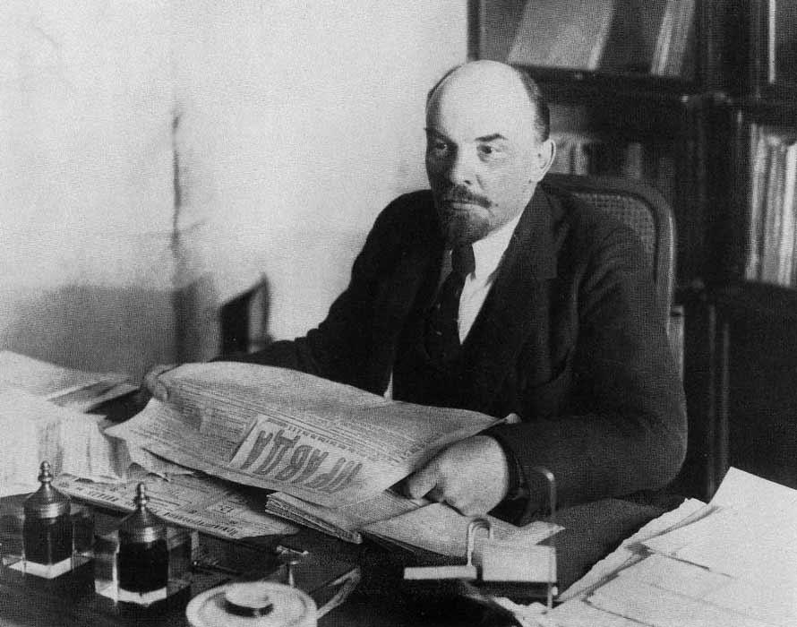 П.А. Оцуп. В.И. Ленин за рабочим столом в своем кабинете в Кремле. 16 октября 1918 года.