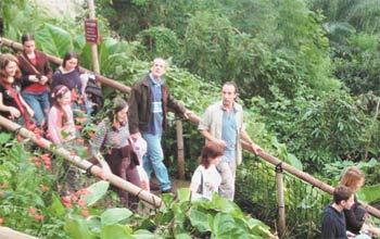Уральские школьники в Корнуоллском «Райском саду». 2006 год.