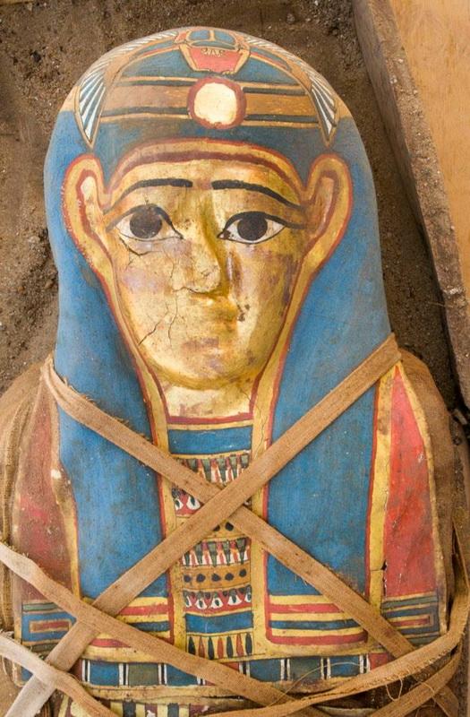 В Египте нашли мумию с позолоченной маской