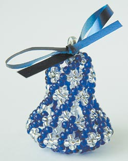 Материалы для изготовления колокольчика: бисер - белый и голубой 10, леска для бисероплетения, лента атласная...