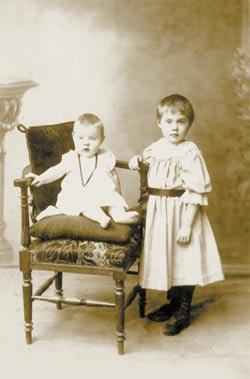 Фотографии с которых смотрят наши предки.... 52781c9f2ce1c53a8b1d40184db5b44d