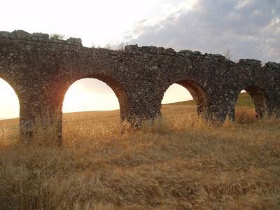 Акведук в окрестностях Рима