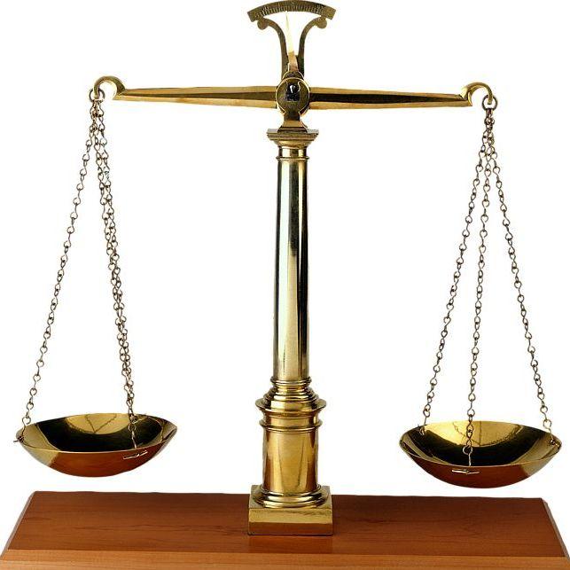 Создатель предмета.  Евгений Чернов.  Весы правосудия - древний символ справедливости.