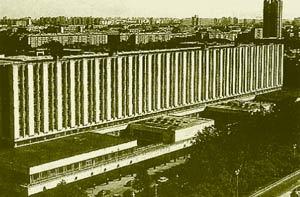 Второй учебный корпус МГУ, где находится факультет вычислительной математики и кибернетики (ВМиК), — ведущий в подготовке специалистов компьютерных специальностей.