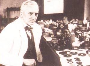 Английский врач Александер Флеминг в 1928 году предположил существование в грибковых микроорганизмах веществ, препятствующих росту бактерий.