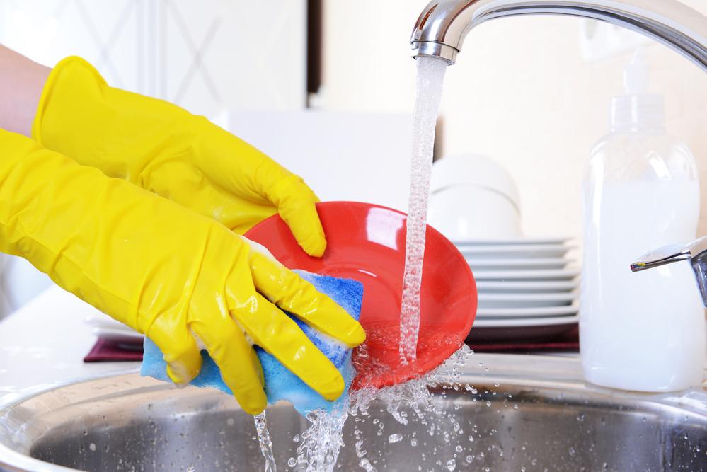 Ученые: Губки для мытья посуды могут вызвать неизлечимые болезни