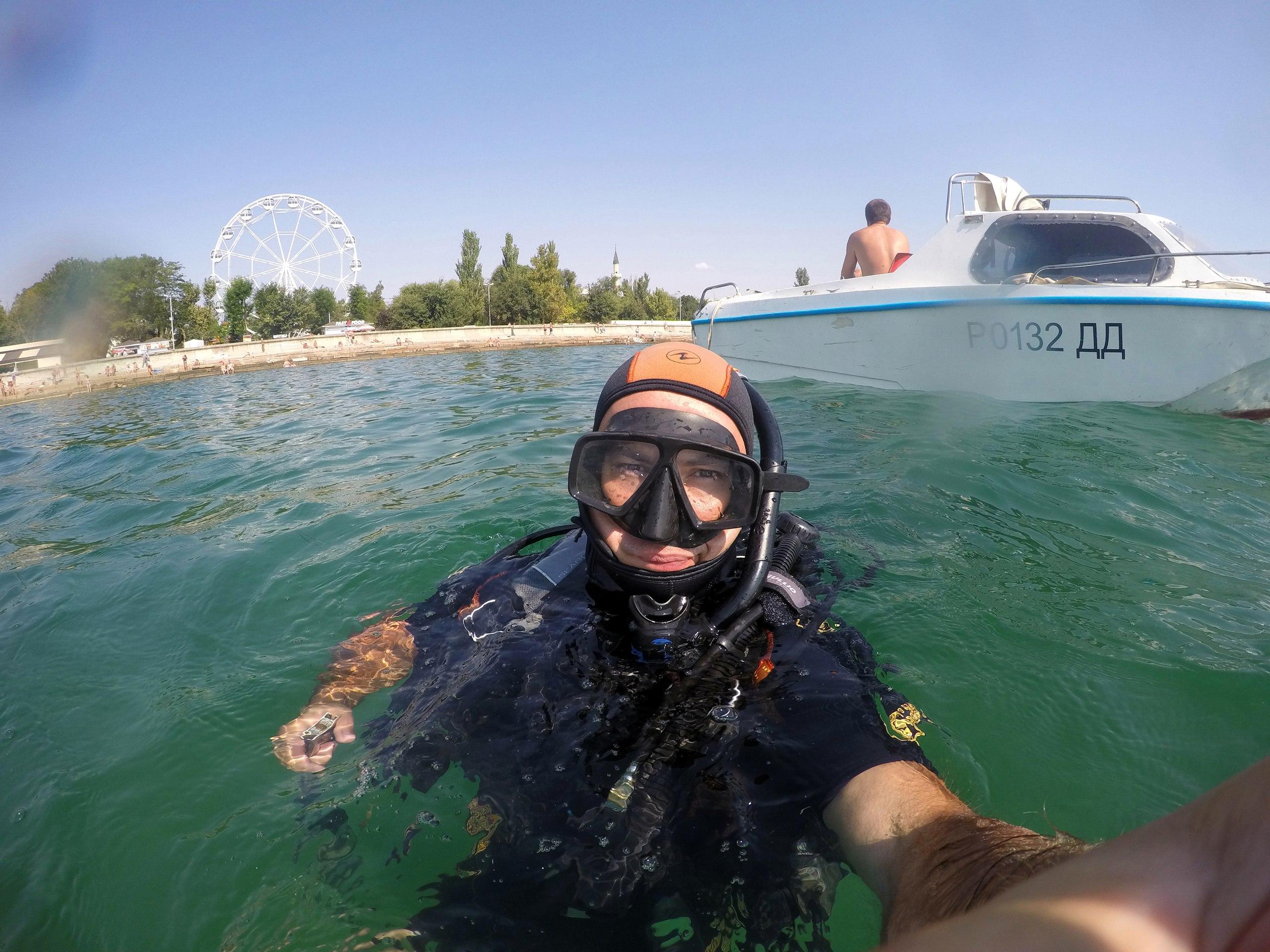Археолог Виктор Вахонеев во время разведок у набережной Евпатории. (Фото: Черноморский центр подводных исследований.)