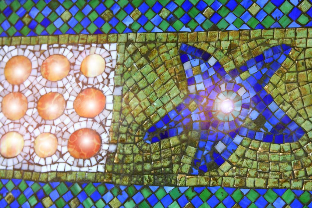 Мозаика из цветного стекла. Фото: Michele Truex/Flickr.com https://www.flickr.com/photos/40348123@N02/4009378999/