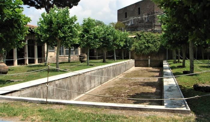 1-06. Вид на бассейн Виллы Сан-Марко в Стабиях.jpg