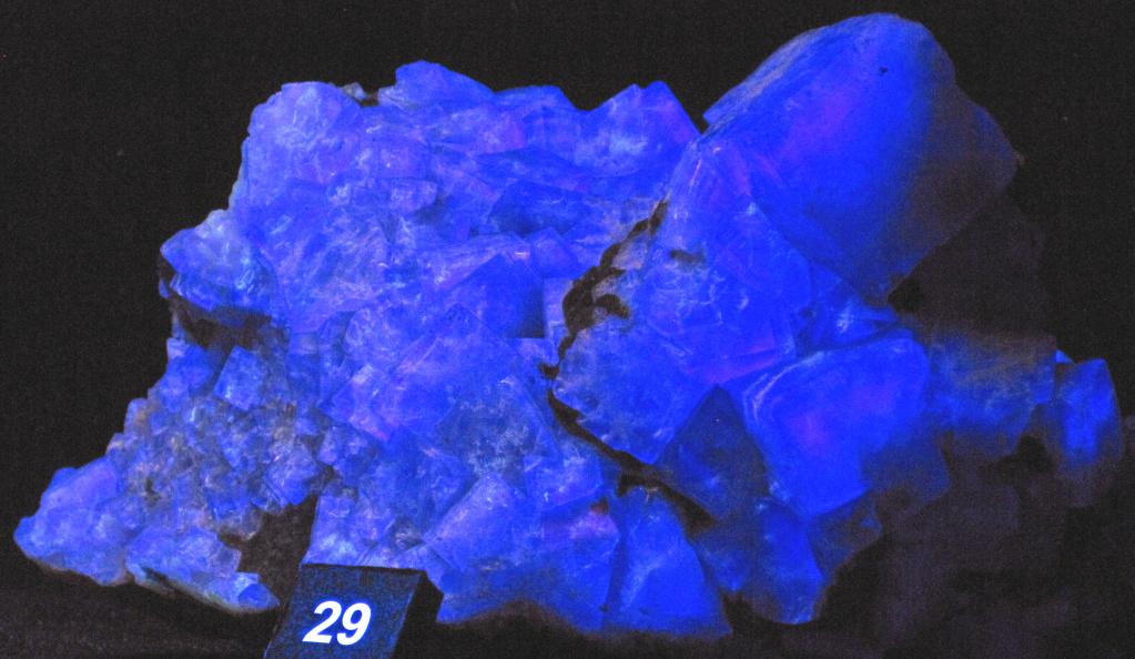 Флюоресценция флюорита в ультрафиолетовых лучах. Фото: James St. John /Flickr.com https://www.flickr.com/photos/jsjgeology/32390909295