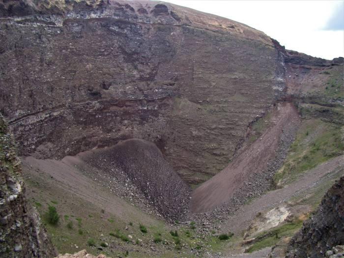 1-04. Вид на кратер Везувия.jpg