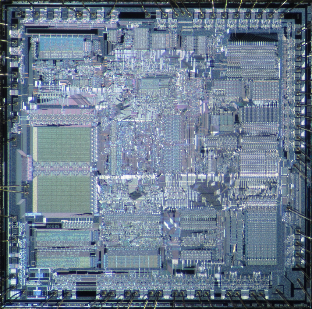 Кристалл микропроцессора Intel 80286, выпущенного в 1982 году. Фото: Pauli Rautakorpi/Flickr.com https://www.flickr.com/photos/97377381@N03/9412688176 CC BY 2.0